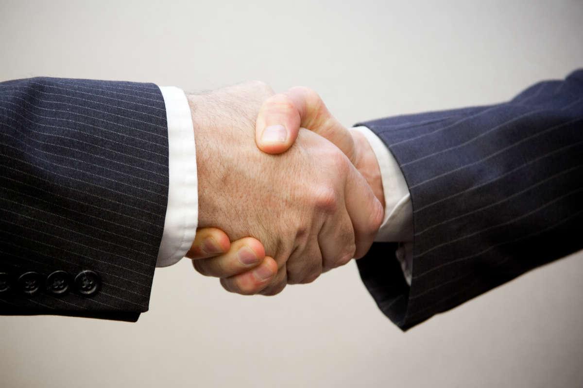 handshake-1200px